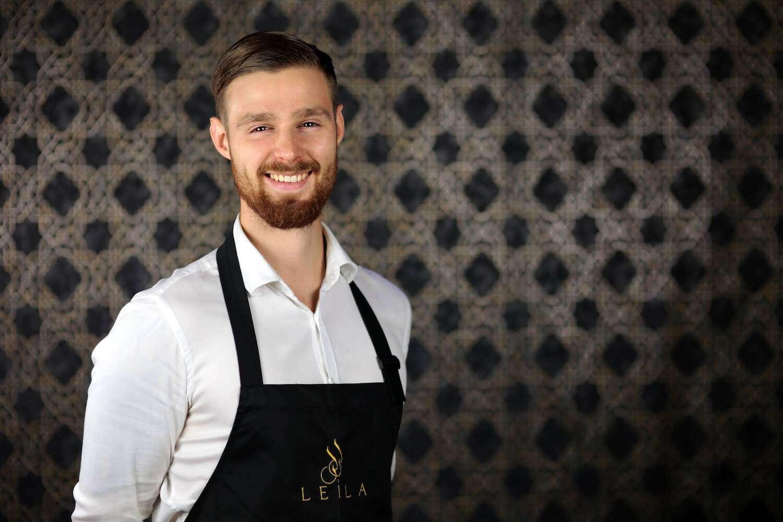 Marcin - kelner w restauracji Leila, restauracja arabska w Warszawie, restauracja w Warszawie