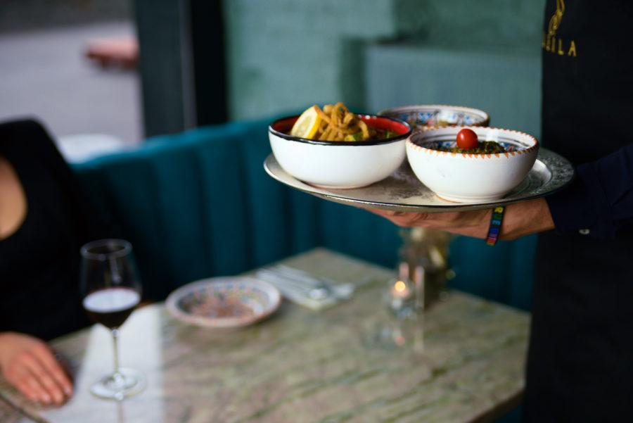 Jak nauczyć się smakować jedzenie w restauracji?